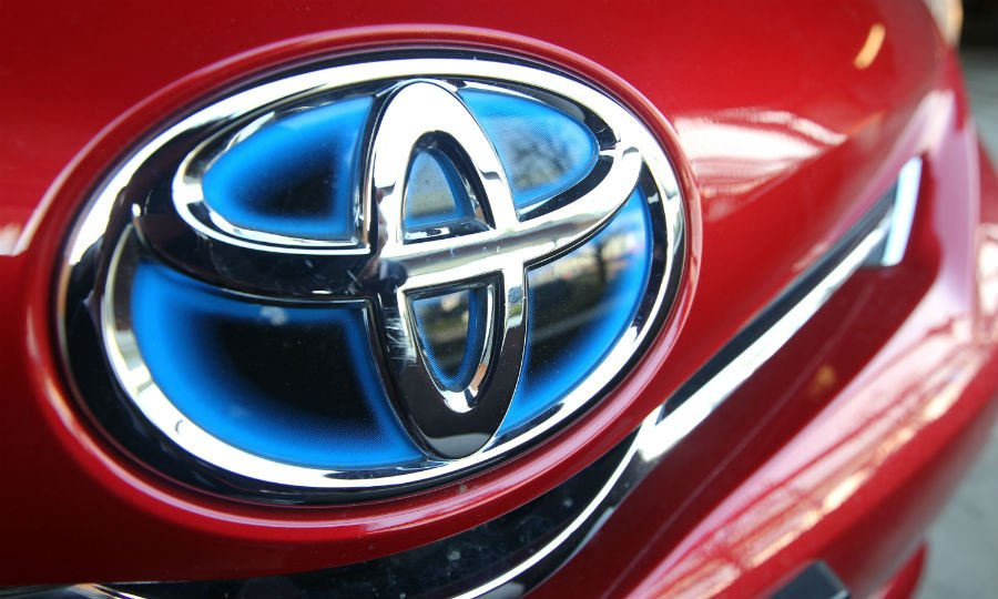 Toyota recalls 320,000 vehicles for side airbag issue