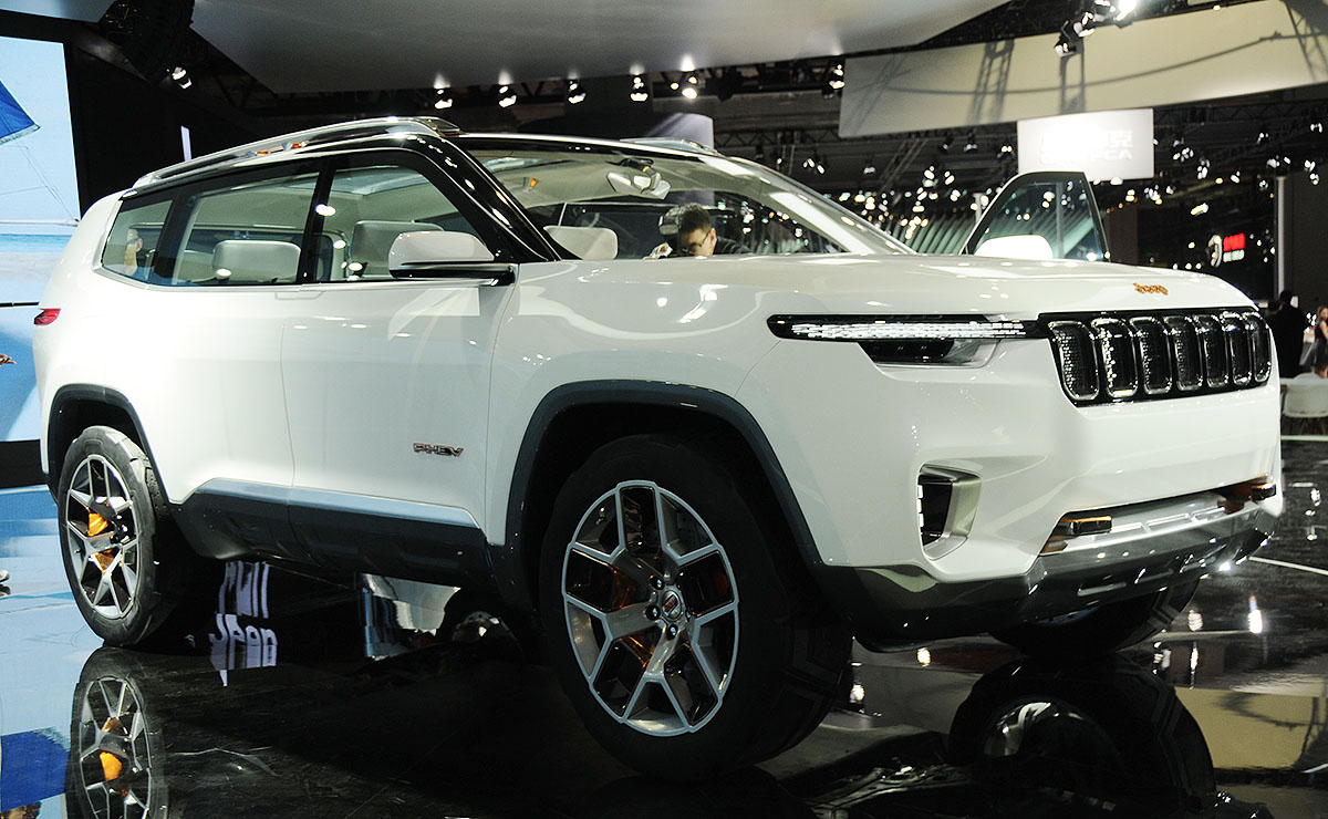 7 Seater Vehicles >> Jeep Finds Green Groove With 7 Seat Plug In Hybrid Suv Concept