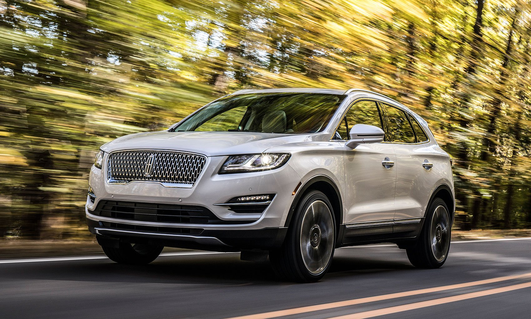 Lincoln S Freshened 2019 Mkc Gets New Mesh Grille Tech