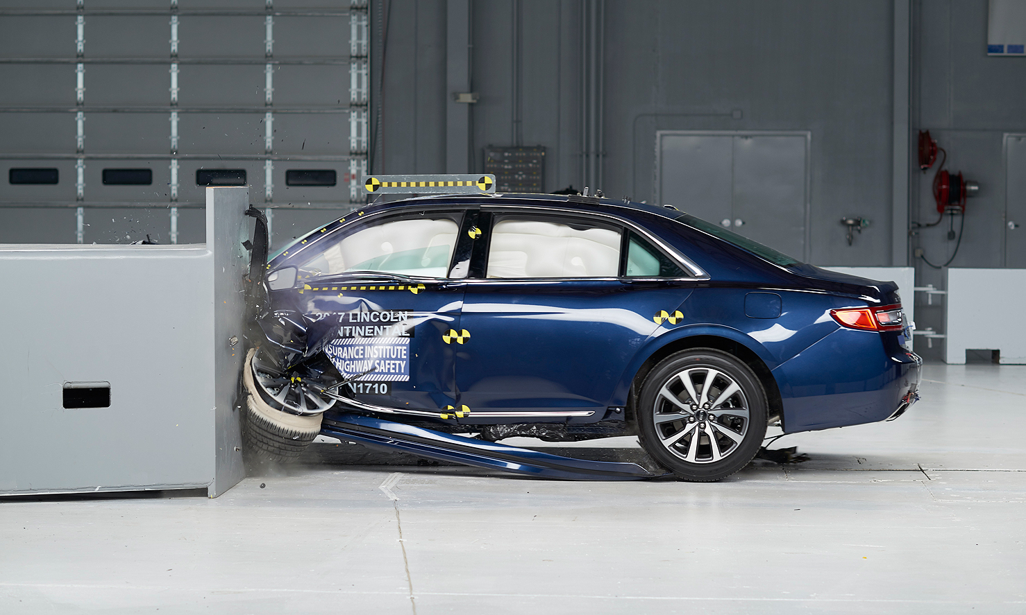 Iihs Safety Ratings >> Lincoln Mercedes Toyota Large Cars Receive Top Iihs Safety Ratings