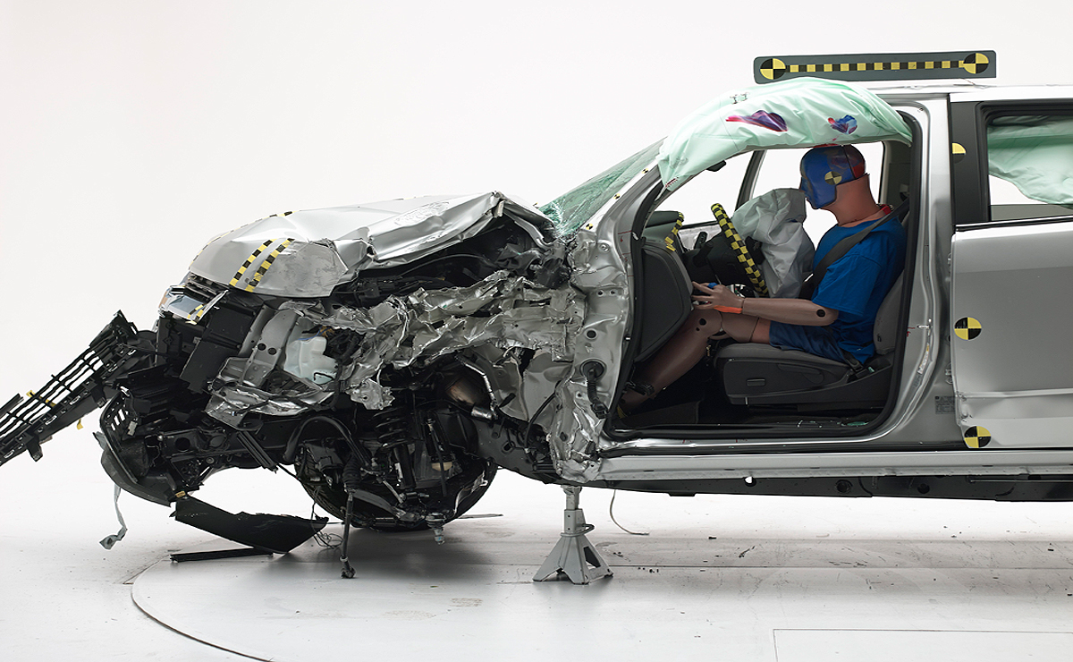 Toyota, Chevy and GMC midsize pickups earn top IIHS safety