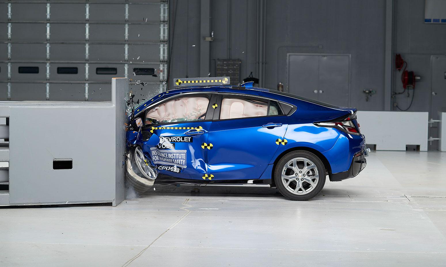 Tesla Model S Bmw I3 Fall Short Of Iihs Top Safety Pick Award