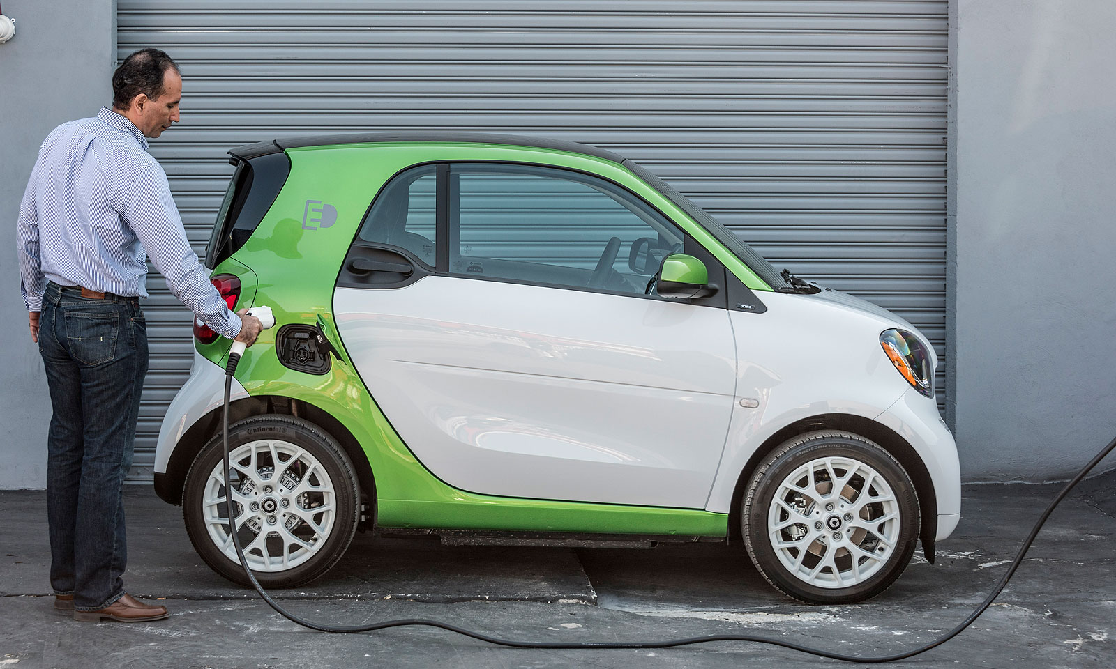 Daimler Ag Is Dropping S Of Gasoline Ed Smart Cars In The U And Canada This Year To Focus On Ing Electric Smarts Only