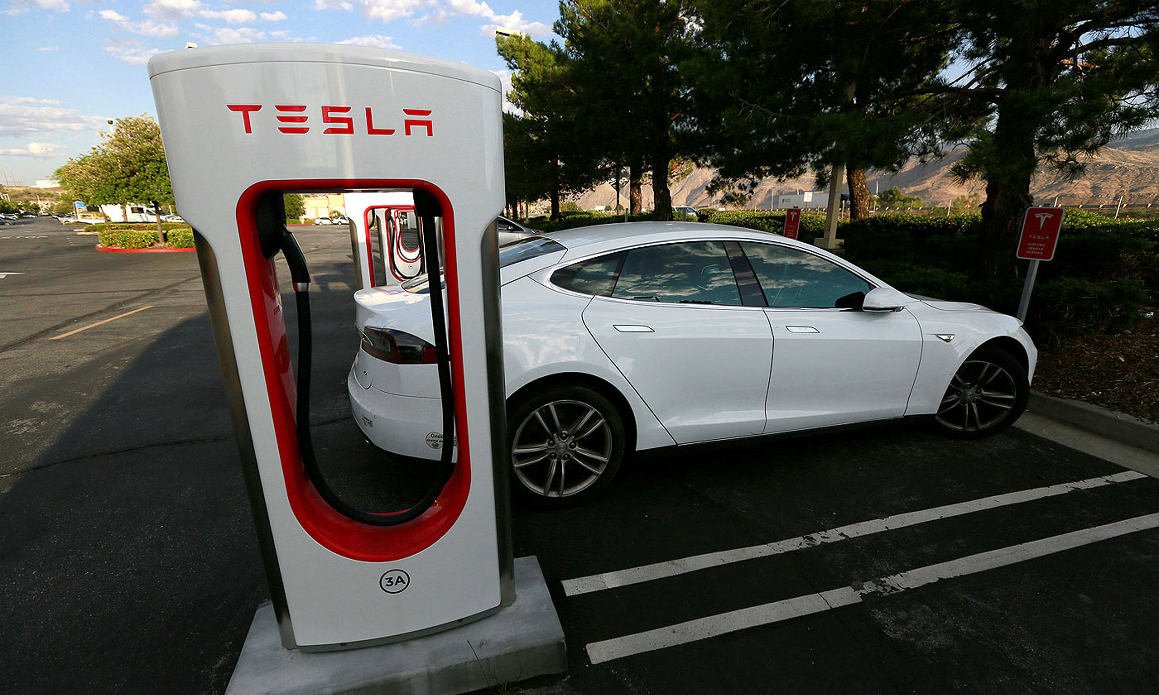 California Will Hold A Hearing This Week On Offering 4 500 Subsidy For Each Electric Vehicle Sold In The State Up From Cur 2