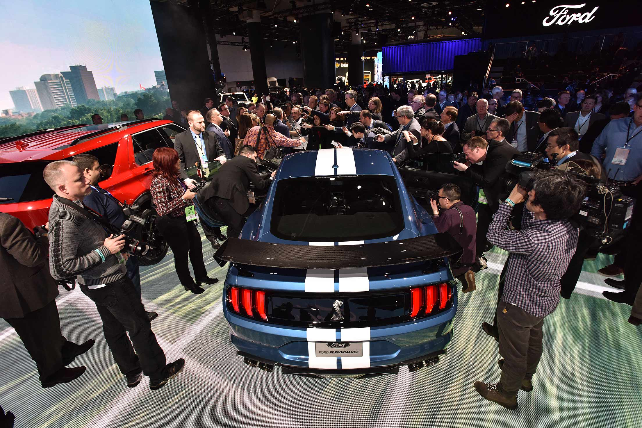Does Ford's '20 Mustang Shelby GT500 tip scale at 4,225 pounds?