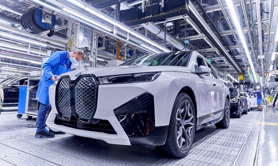 BMW%20iX%20production%20Dingolfing%20web.jpg