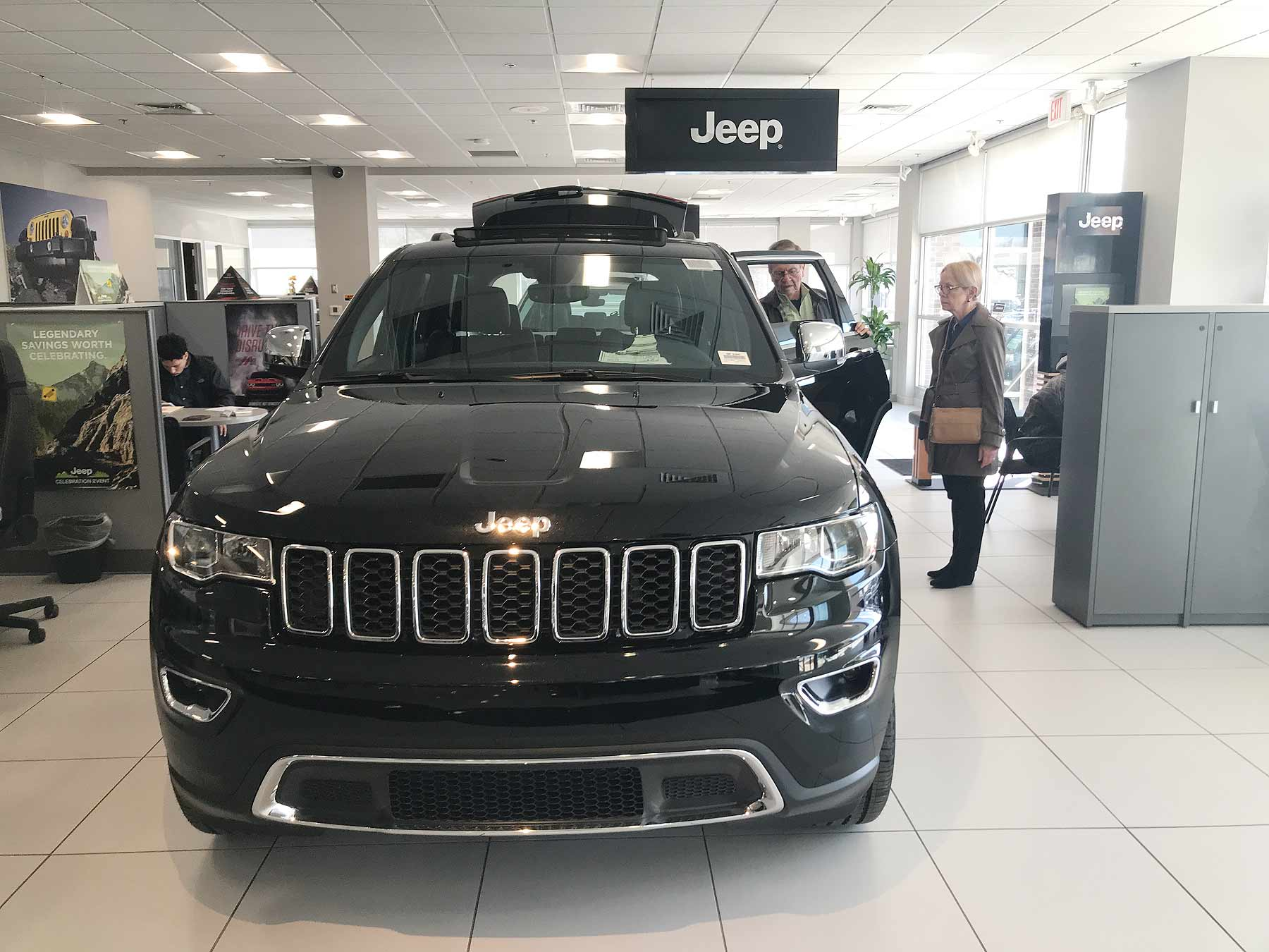 Detroit U S For Fiat Chrysler Automobiles Dipped 7 Percent In March Behind A Slower Month Jeep