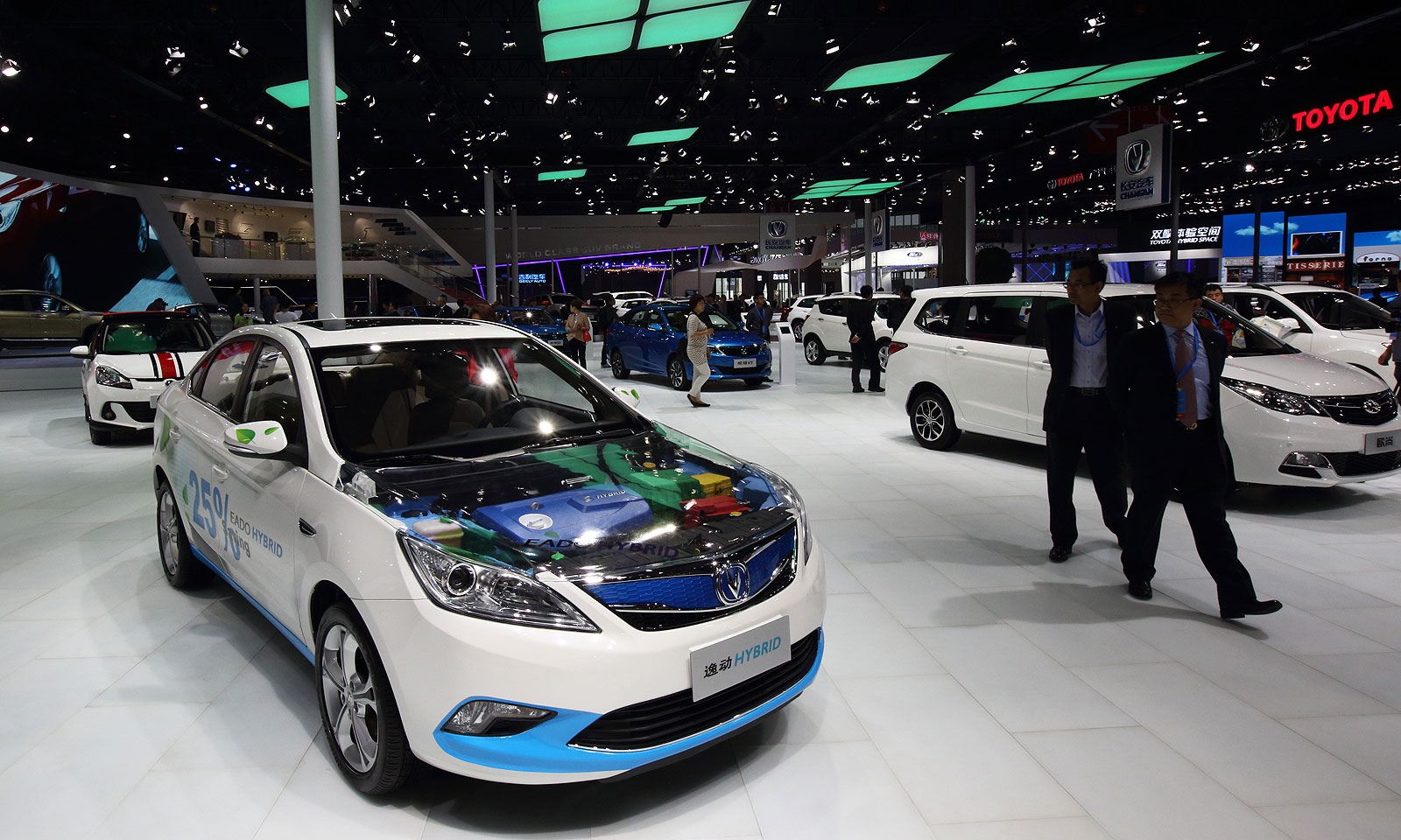 af80ead92de China auto sales rise most in 10 months after tax cut