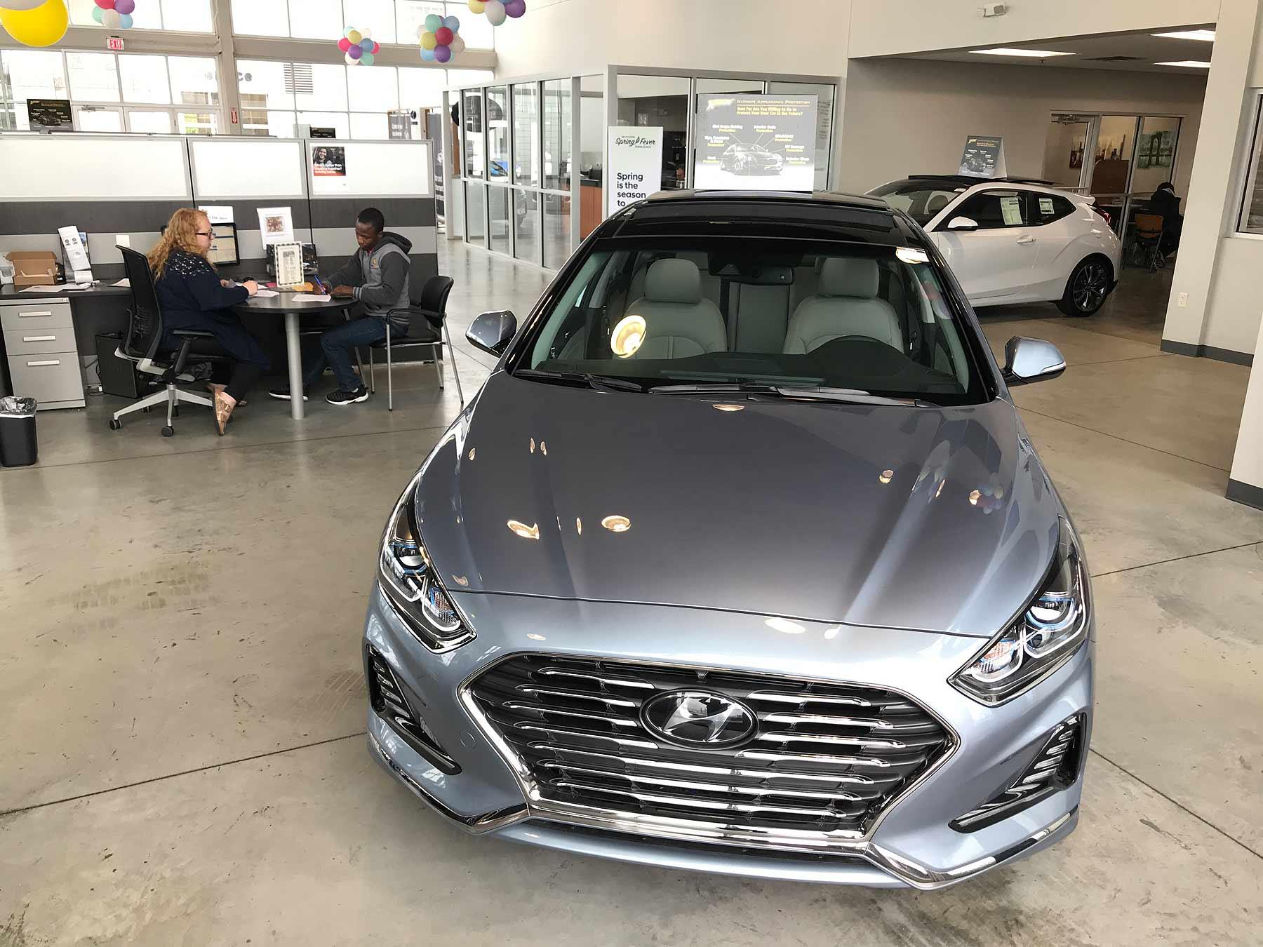 Hyundai Dealership Los Angeles >> Hyundai Kia April Sales Rise