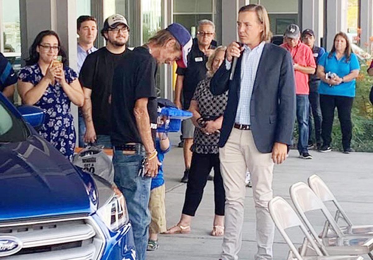 El Paso Car Dealerships >> Ford Dealership Gives New Escape To Husband Of El Paso