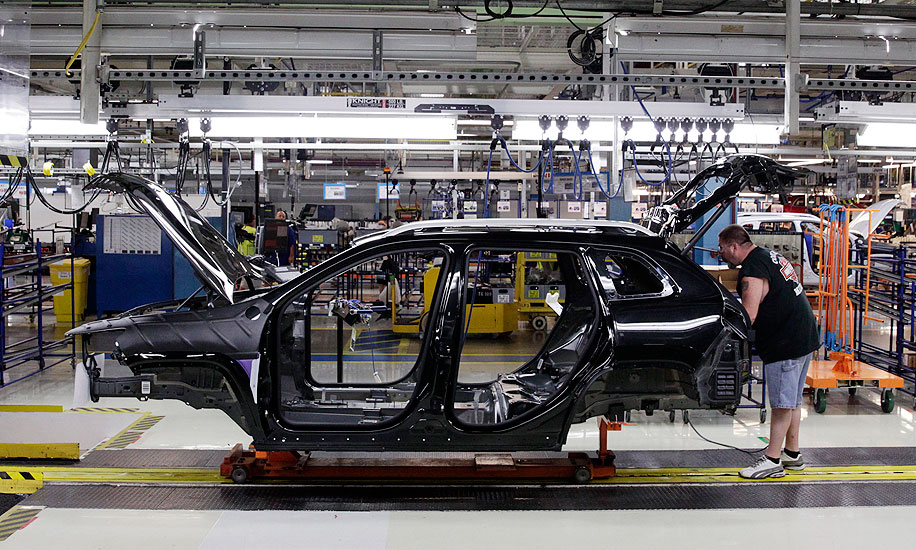 GM, Ford extend holiday shutdowns at several N A  plants