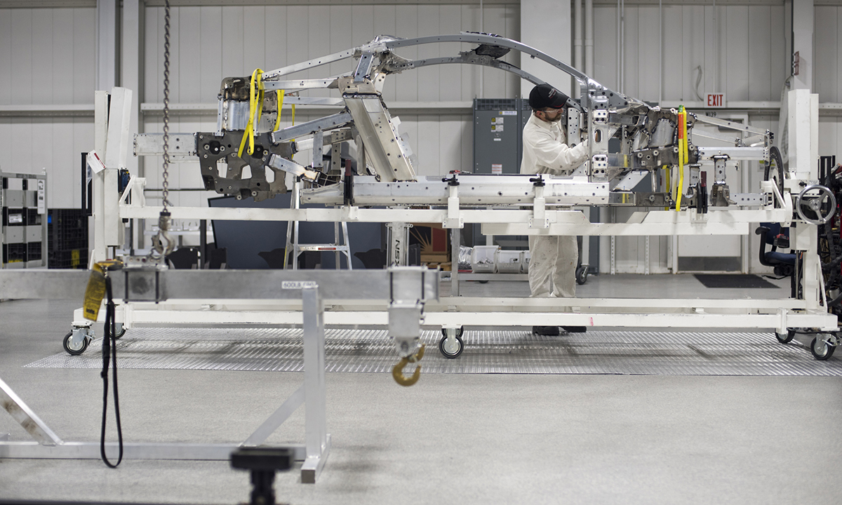 Robots won't replace humans in auto factories anytime soon