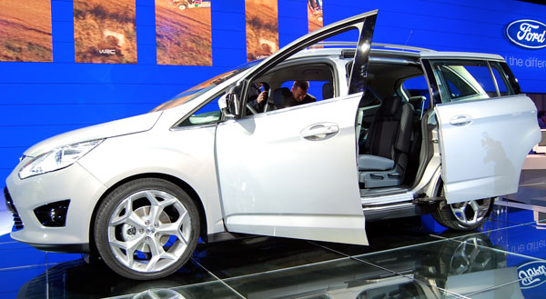 C-Max puts Ford back into the people-hauler business