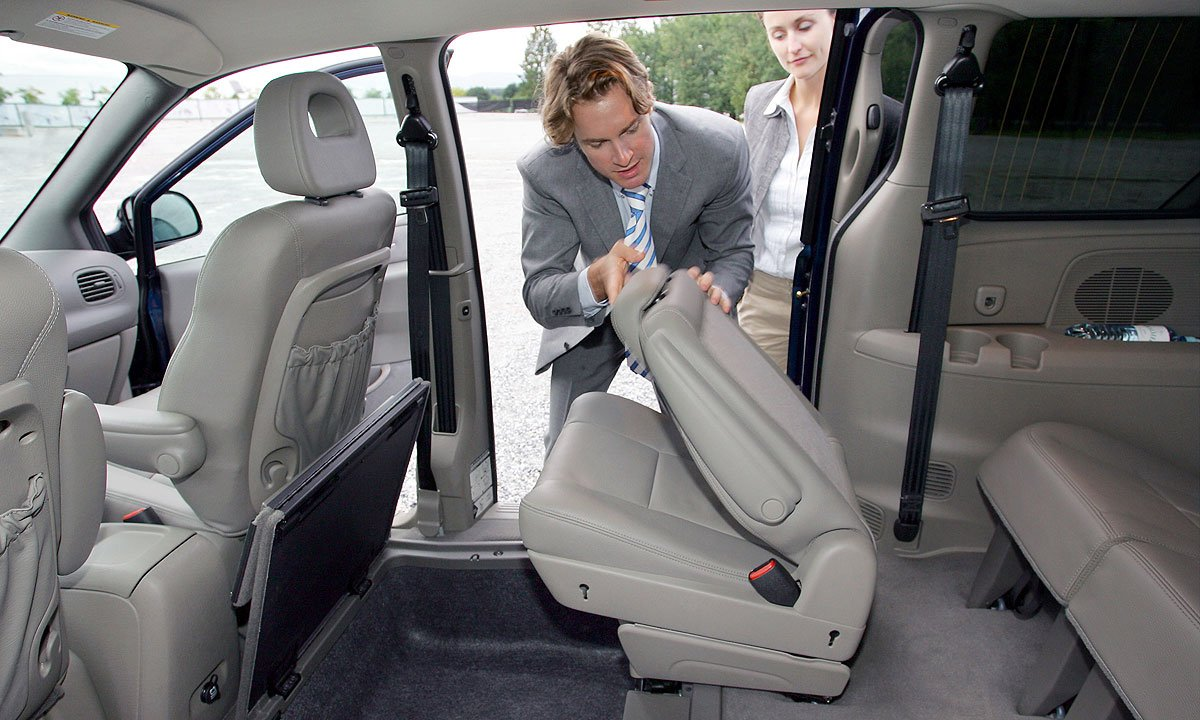 Stow And Go Seating >> Chrysler Developing Better Folding Minivan Seats