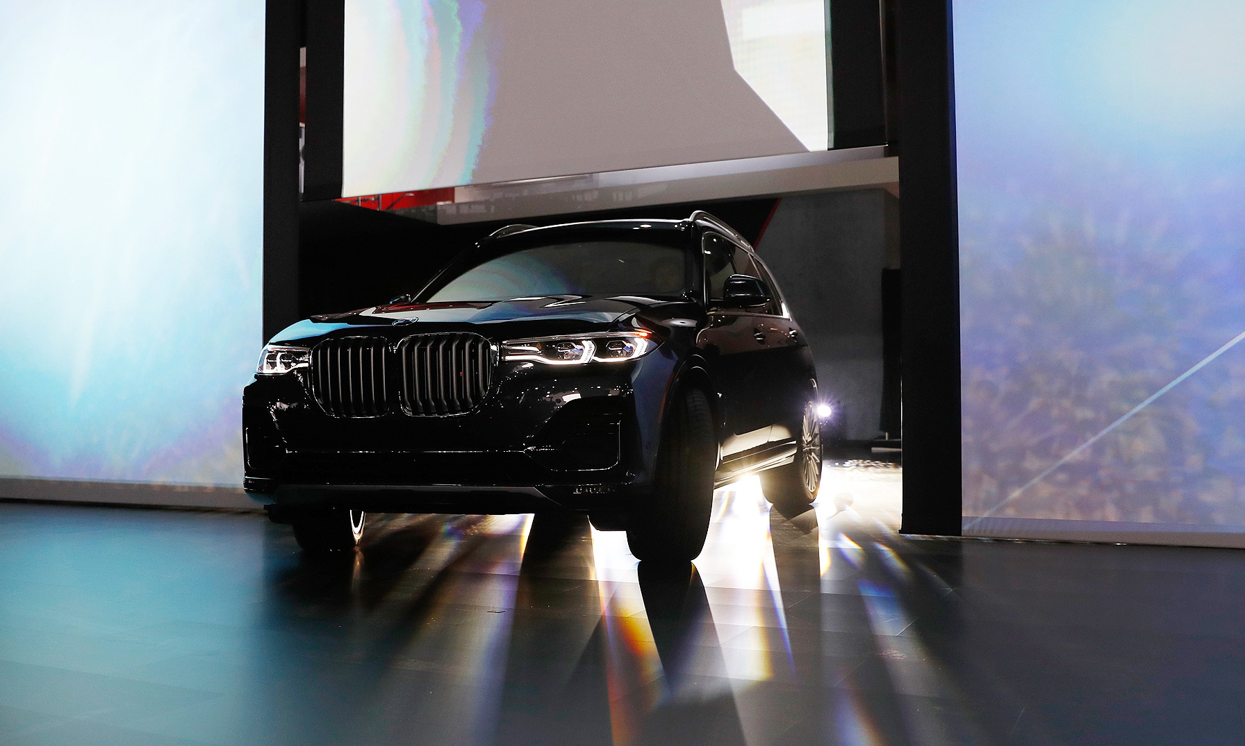 Bmw After 10 Year Wait Rolls Out 3 Row Monster Suv