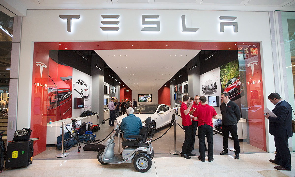 Tesla woos car-guy lawmakers with rides to counter dealers' cash