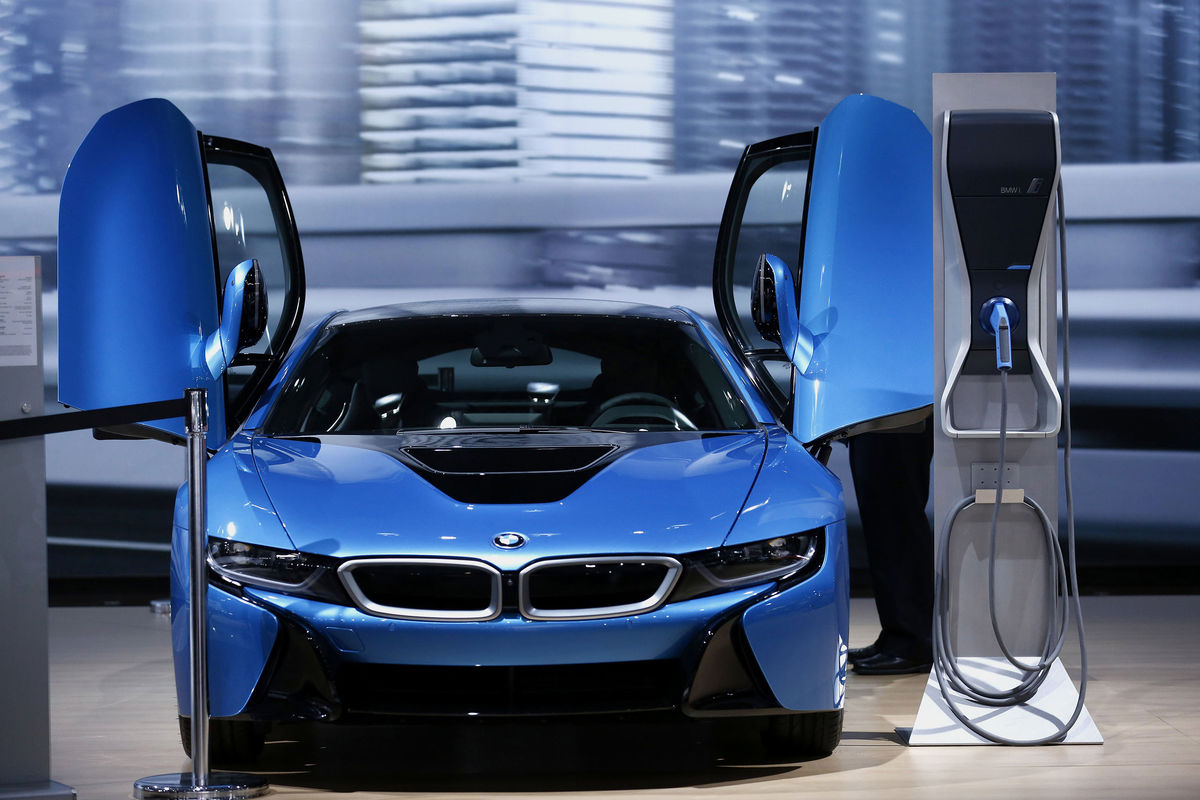 Bmw Revives Wireless Charging To Cut Electric Car Hassles
