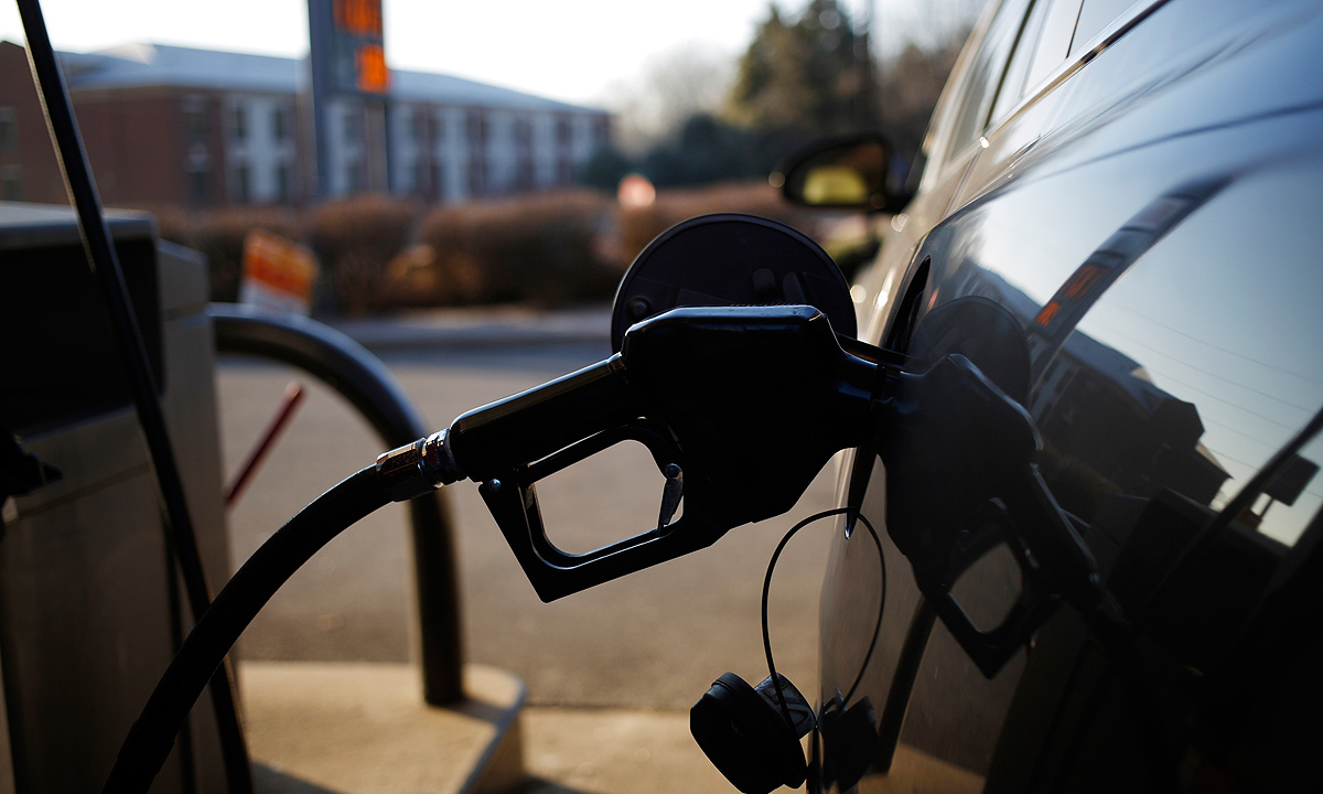 Higher octane fuel could add mpg, SAE panel says
