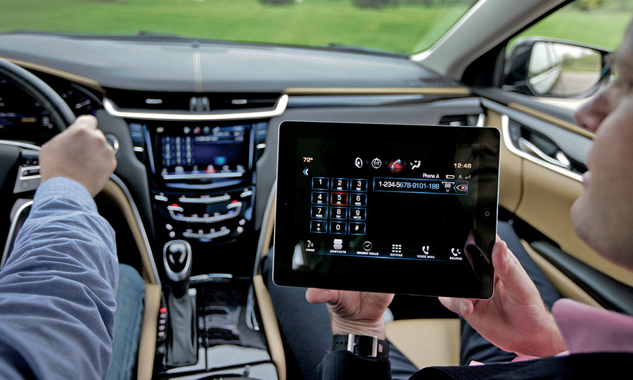 Cadillac infotainment plan includes experts, free iPads