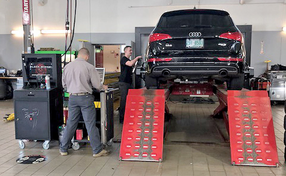Auto Dealers Say They Benefit From Paying For Service Techs