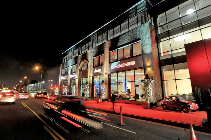 Motor Village La >> Chrysler Completes Sale Of Factory Owned L A Store
