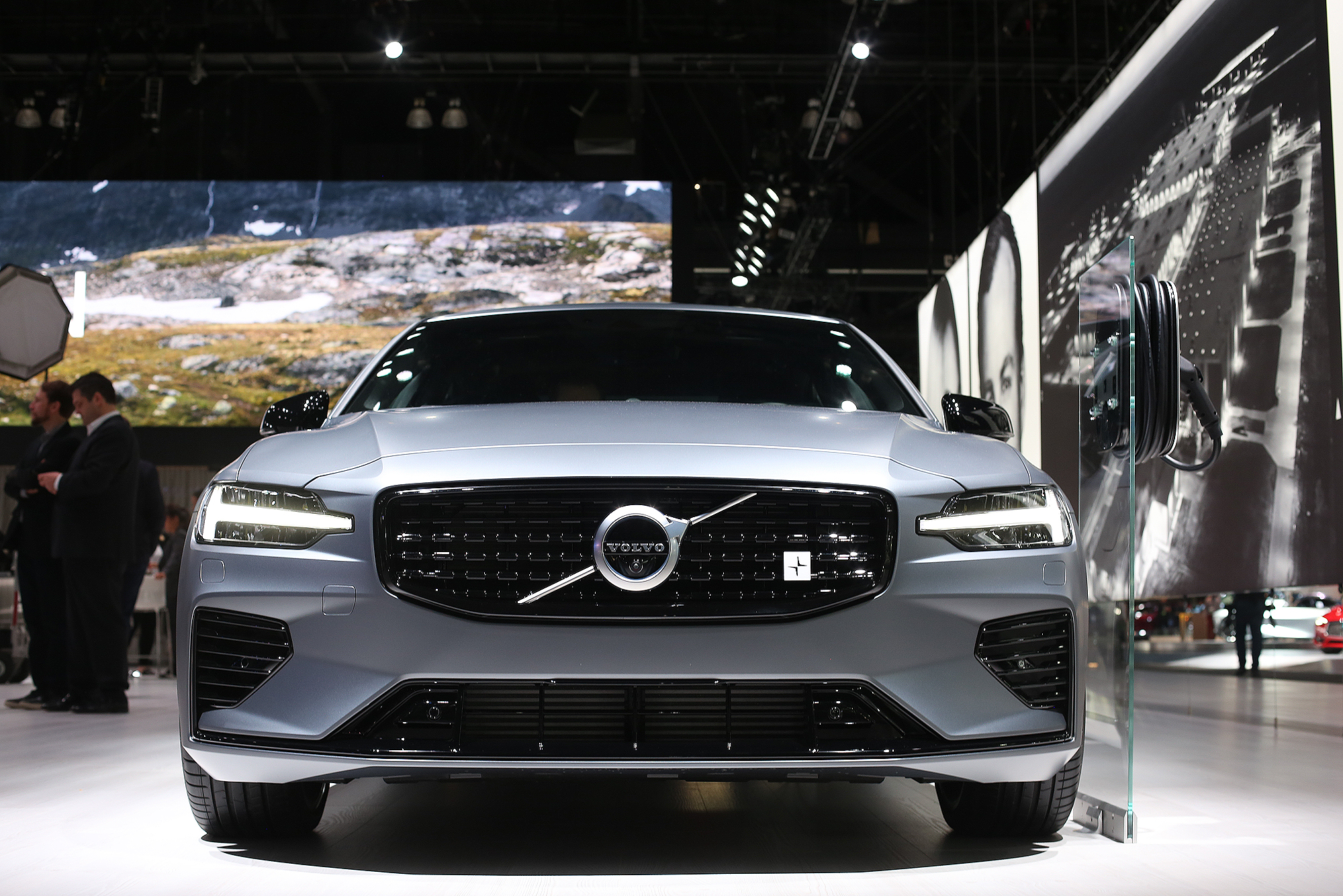 Volvo Dealership Los Angeles >> Volvo To Dealers Take A Breath Over Subscription Services