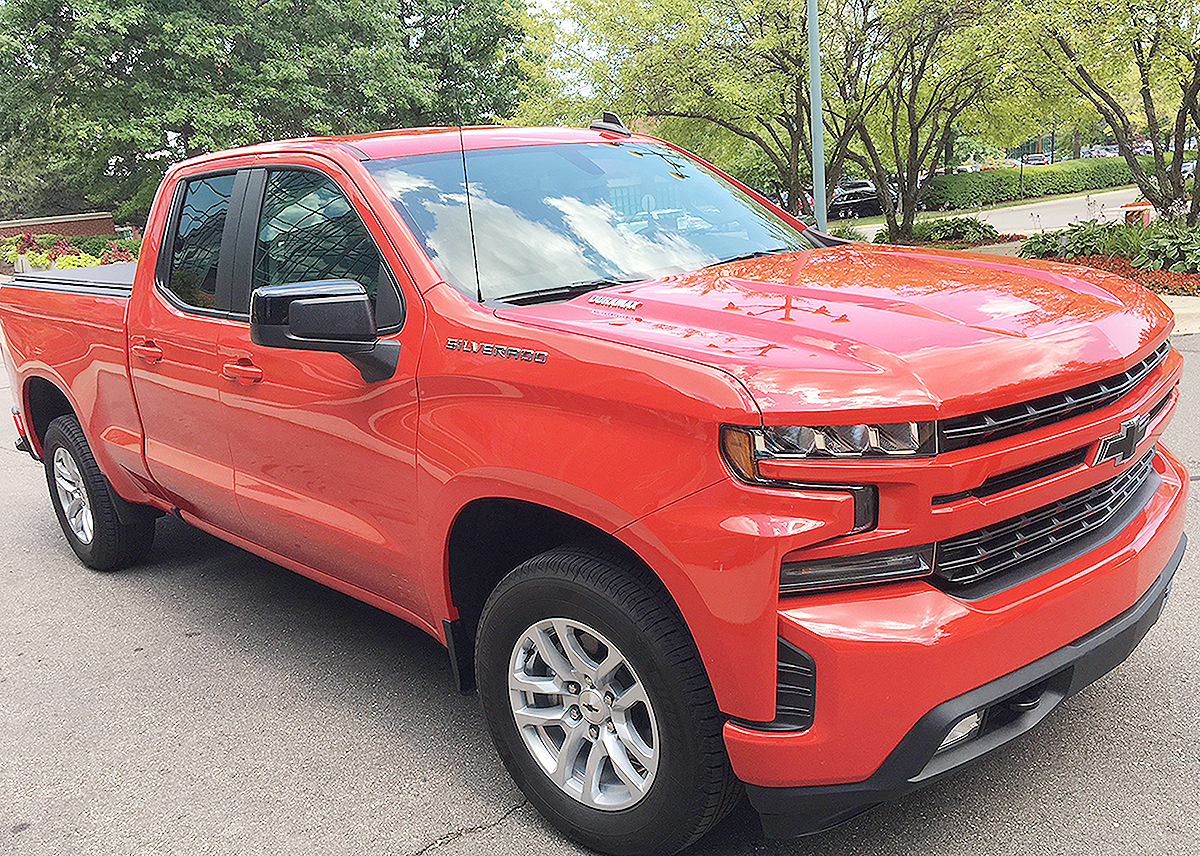 2020 Chevy Silverado diesel outpaces rivals: 33 mpg on highway