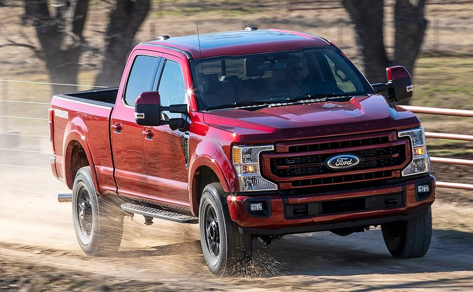 2022 Ford Super Duty Lariat Tremor front quarter