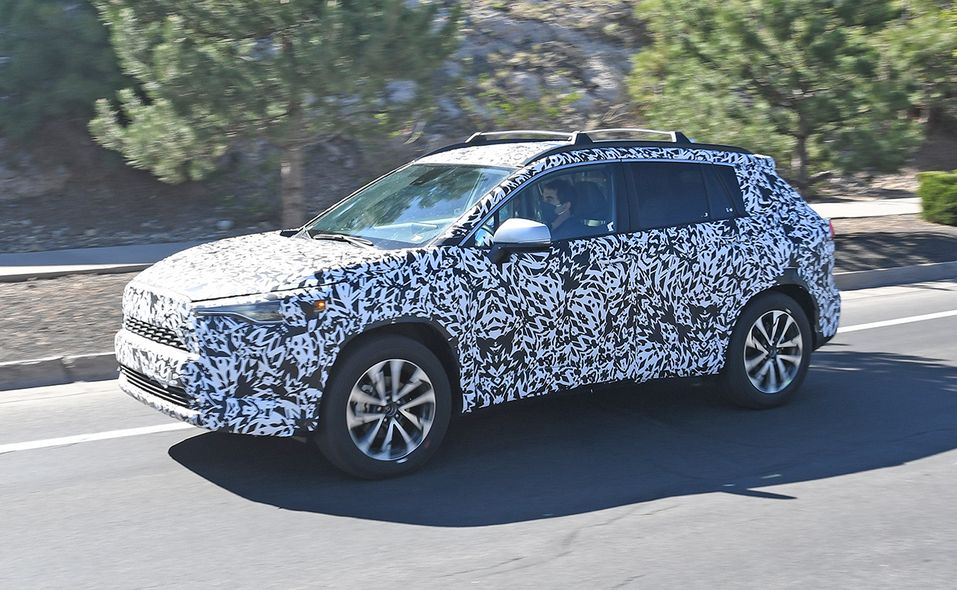 2022 Toyota Corolla Cross spy photo front quarter side