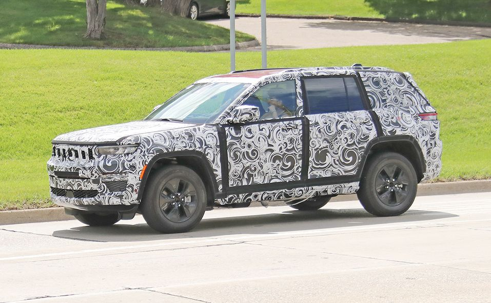 Jeep Grand Cherokee 4xe turning side
