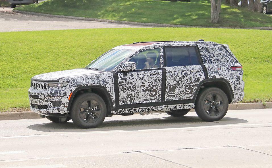 Jeep Grand Cherokee 4xe turning