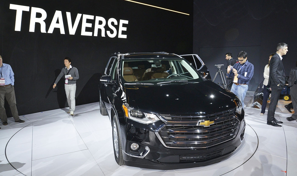 Chevy Traverse Mpg >> Chevy Traverse Adds Brawn Upscale Trim More Mpg For 2018