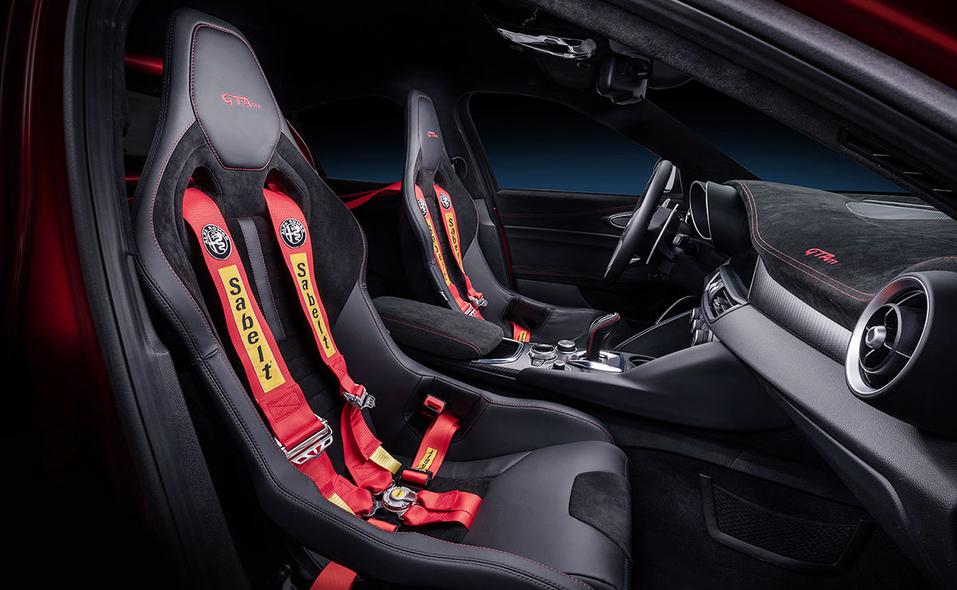 alfa-romeo-giulia-gta-interior-seats-10.jpg