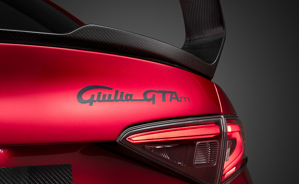 alfa-romeo-giulia-gta-rear-spoiler-driver-still-07.jpg