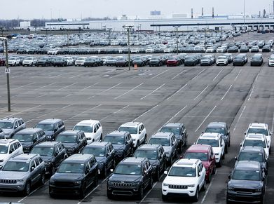 Jeeps lined up outside of a Fiat Chrysler plant