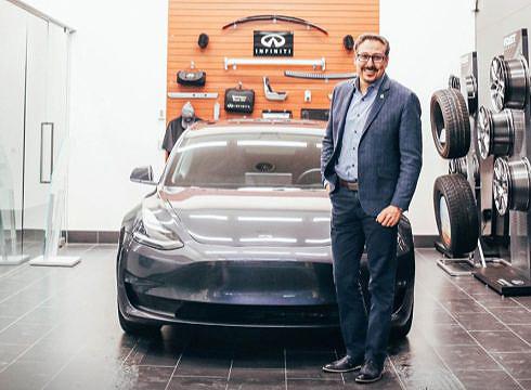 Infiniti store, lacking EVs, sells a Tesla