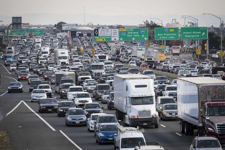 Calif. passes landmark mandate for zero emissions trucks