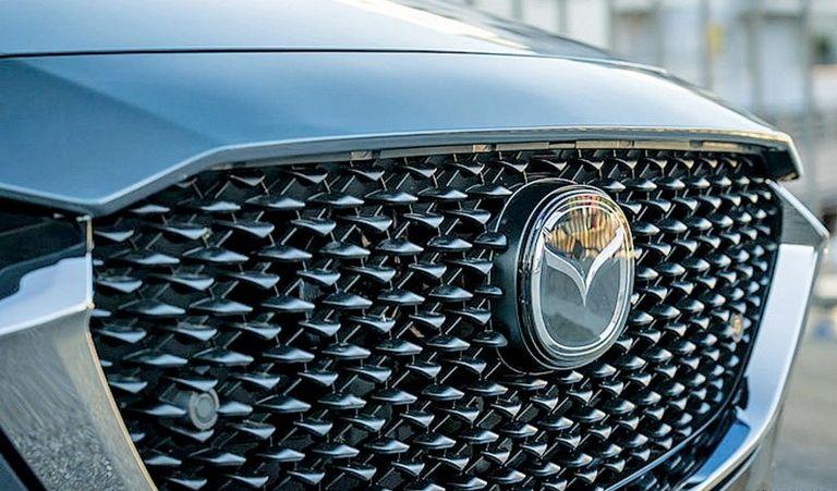 Mazda grille in silver