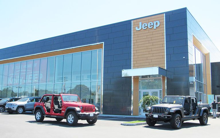 Big Jeep store opens after pandemic changes sales scene