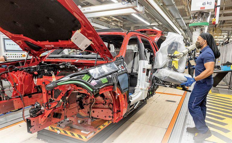 BMW, Mercedes keep U.S. plants humming