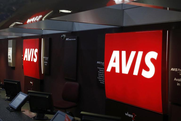 Hertz, Avis begin layoffs amid push for U.S. rental-car rescue