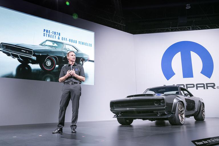 Head of Chrysler, Dodge brands retires