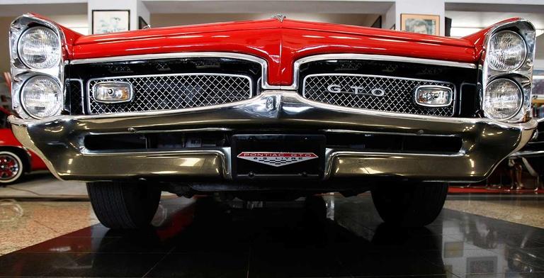 A reeling GM moves to drop Pontiac