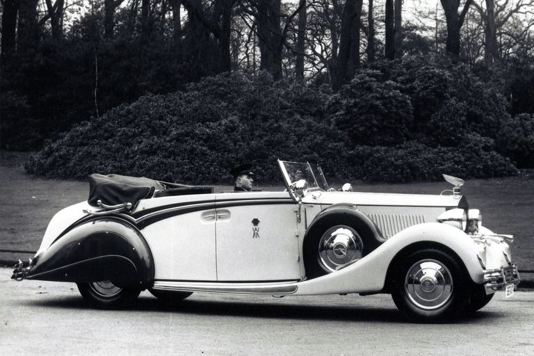 Rene Lalique, French artist behind famed glass radiator caps, automotive mascots, dies in 1945