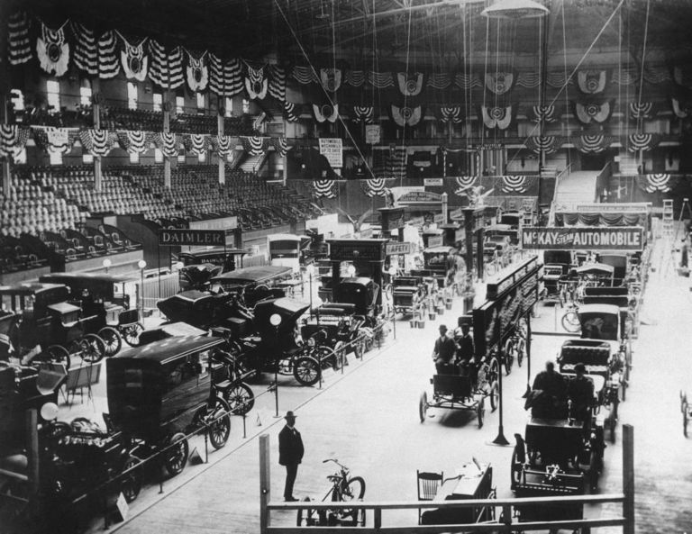 N.Y. hosts first sanctioned U.S. auto show, in 1900