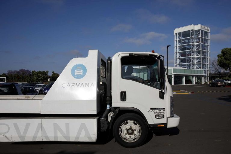 Carvana shrinks net loss, reports first operating profit