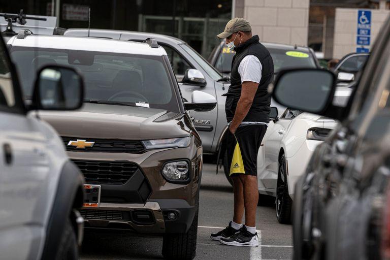 GM captive doubles profits, boosts lending in Q4