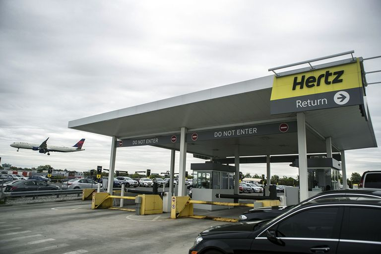 Hertz airport lot