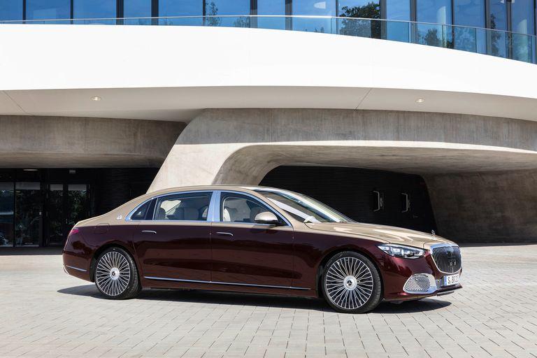 Mercedes rolls out new pinnacle sedan, Maybach S-Class