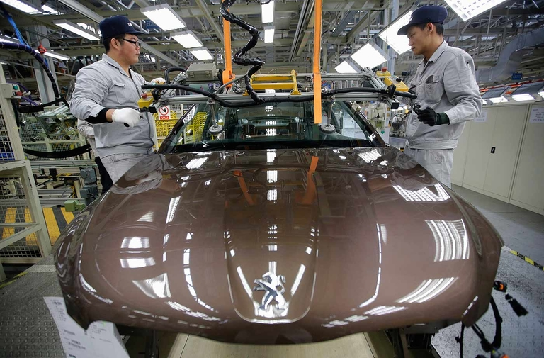 Dongfeng, PSA extend China JV despite sale of stake